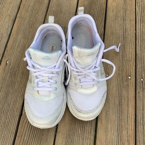 EASYSPIRIT All White women sneakers- Sz 6.5